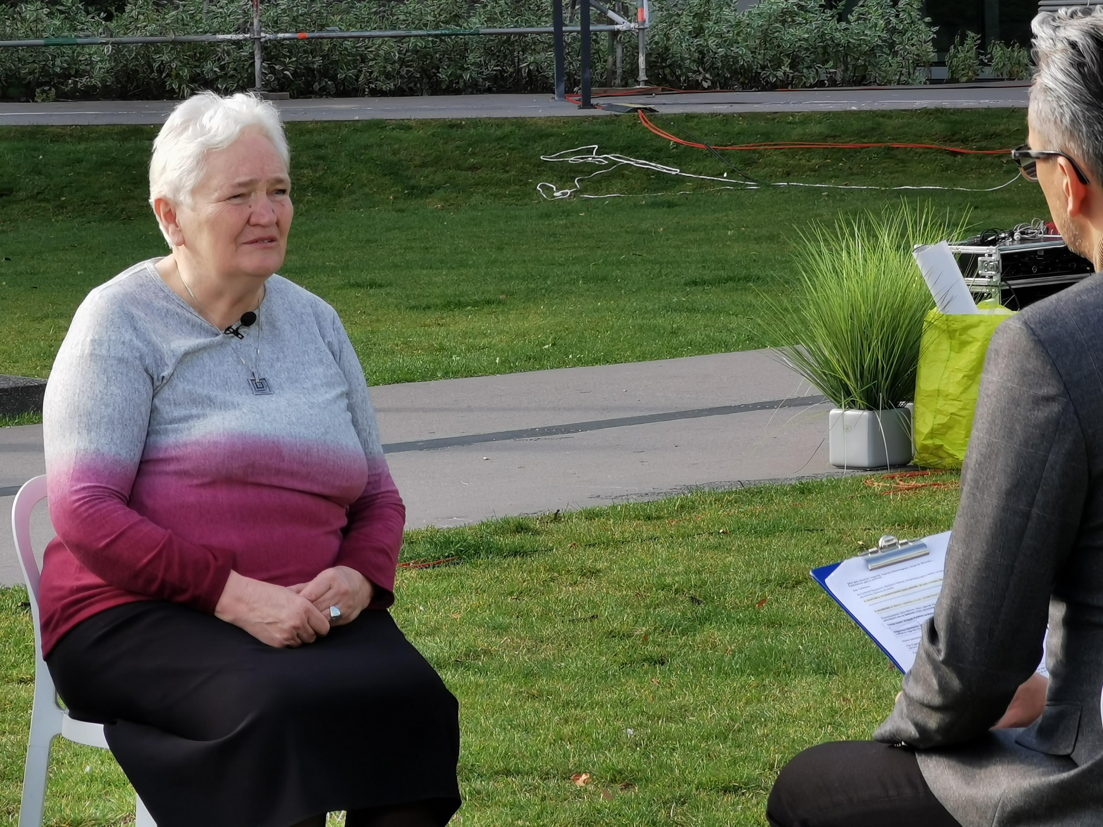 Teresa Sobol z Iwieńca daje wywiad w ukochanej Gdyni