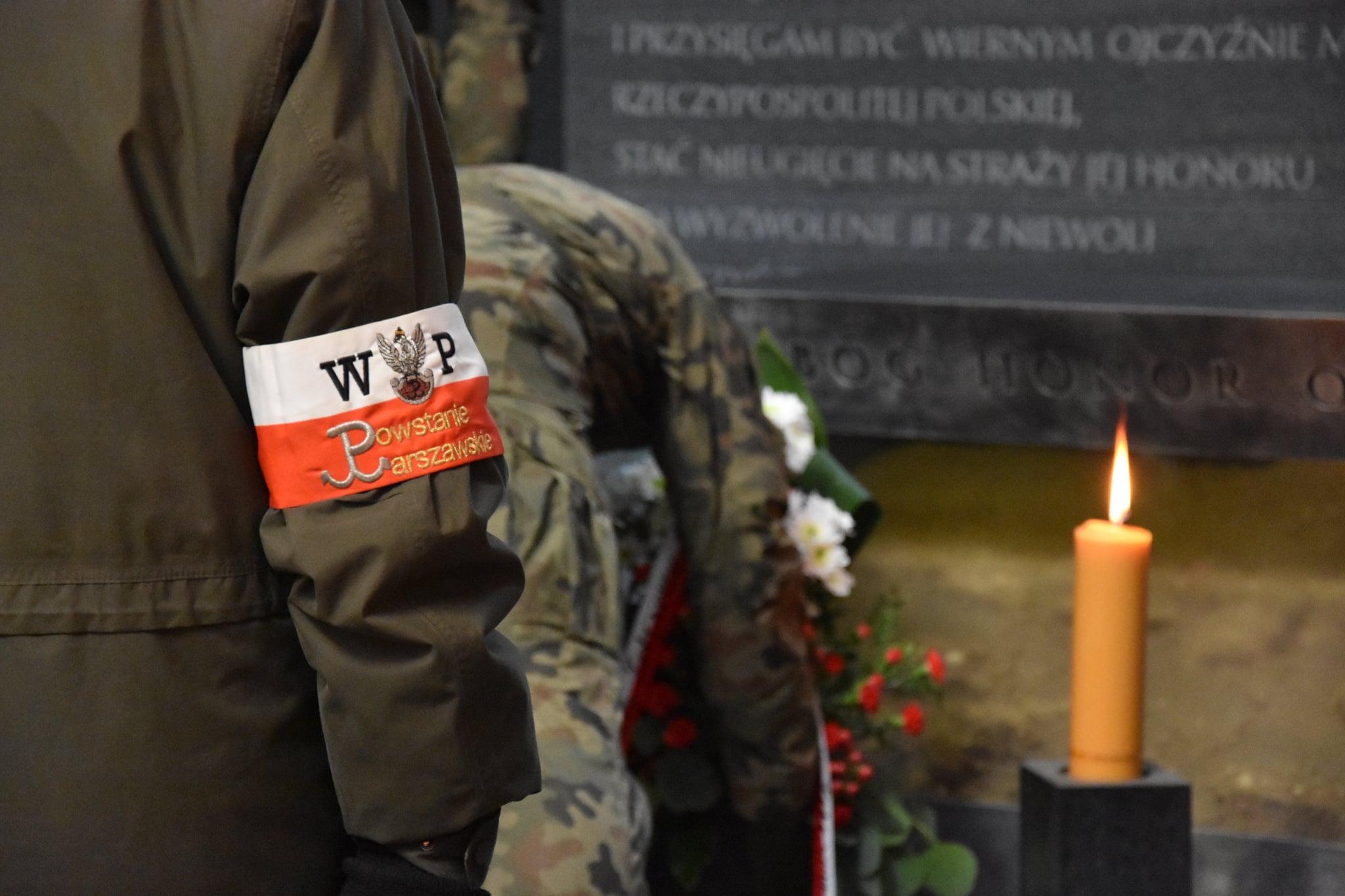 Złożenie wieńców w kaplicy Polskiego Państwa Podziemnego